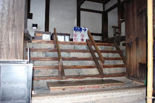 松本城 天守入り口石の階段