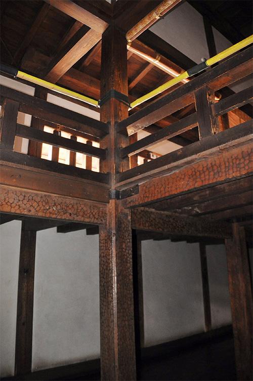 三・四階の通柱