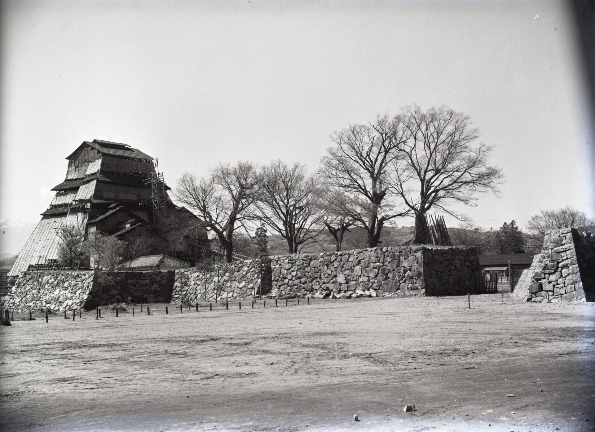 昭和29年3月31日 松本市立博物館付近から写す